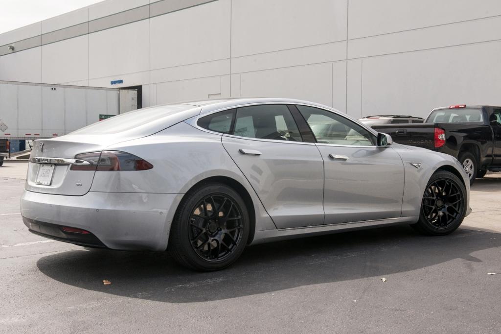 Avant Garde M610 Wheels in Matte Black on Tesla