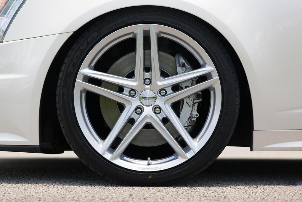 Vossen VFS-5 Wheels in Silver Metallic Installed on Cadillac (3)