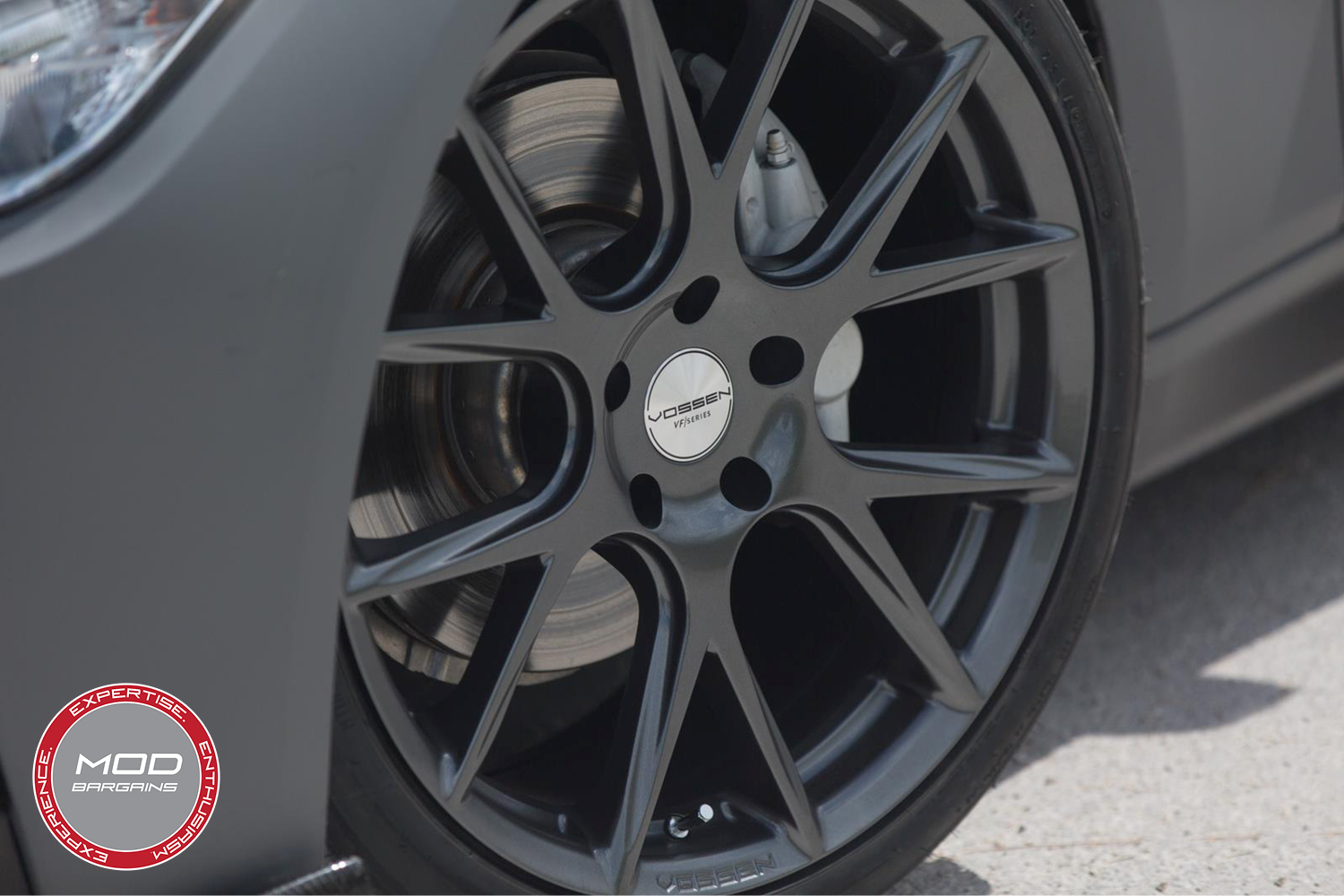 Vossen 20-inch Gloss Graphite VFS6 Wheel Installed BMW F80 M3 Closeup